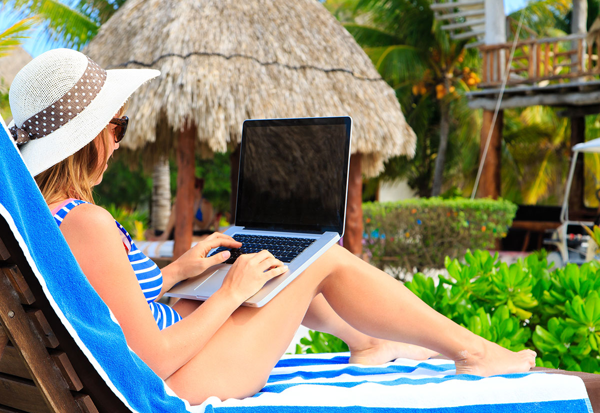 Ways-To-Find-Remote-Jobs-To-Live-Your-RV-Life-Free